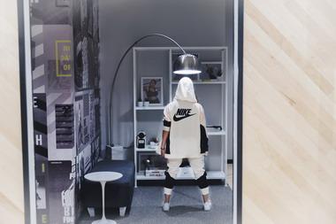 El 5 de diciembre pasado reabrió sus puertas el Nike Store de Alcorta  Shopping con una propuesta innovadora especialmente enfocada en la mujer.  Una tienda ... a3910a8c5afb0